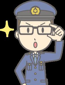 目を光らせる男性警察官